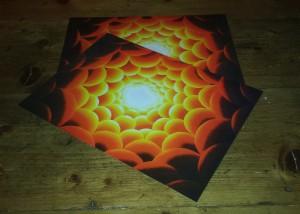 Placemats, met de geel-rode tunnel van licht